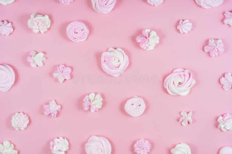 Różowej bezy przyjęcia urodzinowego Słodki wzór Flatlay zdjęcia royalty free