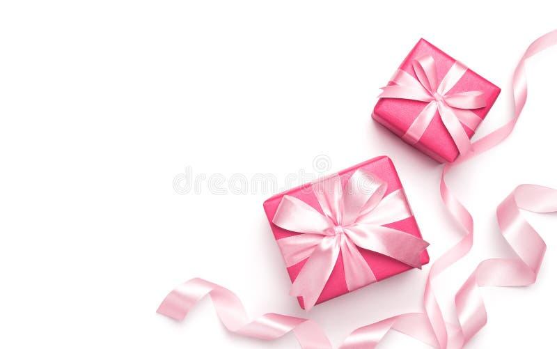 Różowi prezentów pudełka z faborkiem zdjęcia stock
