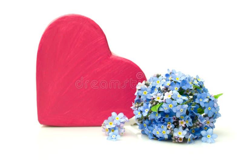 Download Różowi Pudełka I Niezapominajki Kwiaty Obraz Stock - Obraz złożonej z pudełko, obdarzony: 53779769