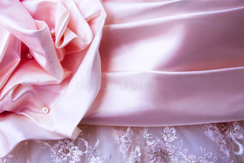 Różowy atłasowy ślubu sukni szczegół zdjęcia stock