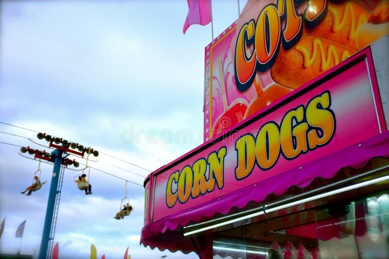Różowy Karnawałowy Kukurydzanego psa stojak fotografia stock