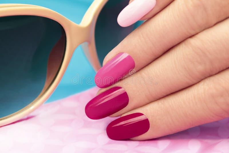 Różowy manicure zdjęcia royalty free