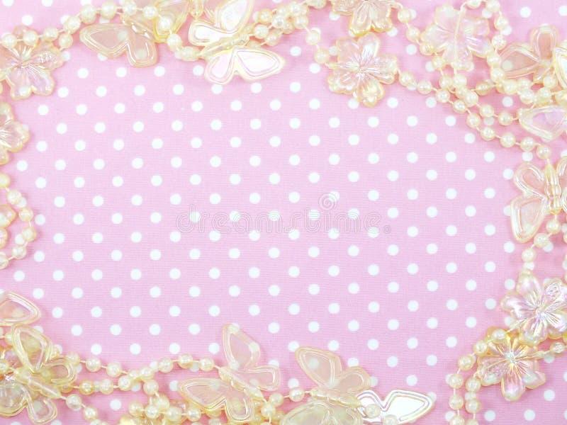 Różowy polki kropki tło i butterflied dekoracja zdjęcie royalty free
