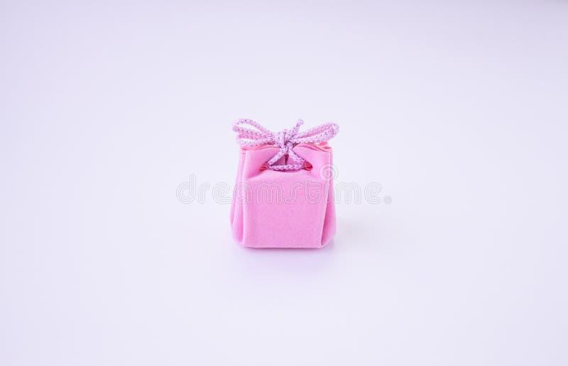 R??owy prezenta pude?ko z faborkiem dla bi?uterii Walentynka dzie?, kobieta dzie?, matka dzie?, urodziny, ?lub, bo?e narodzenia P fotografia stock
