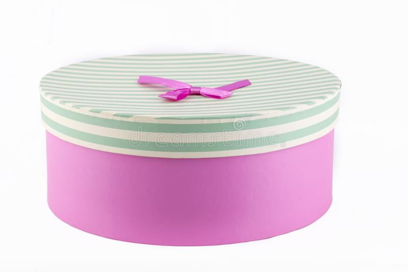Różowy prezenta pudełko z różowym faborkiem i łękiem zdjęcia stock