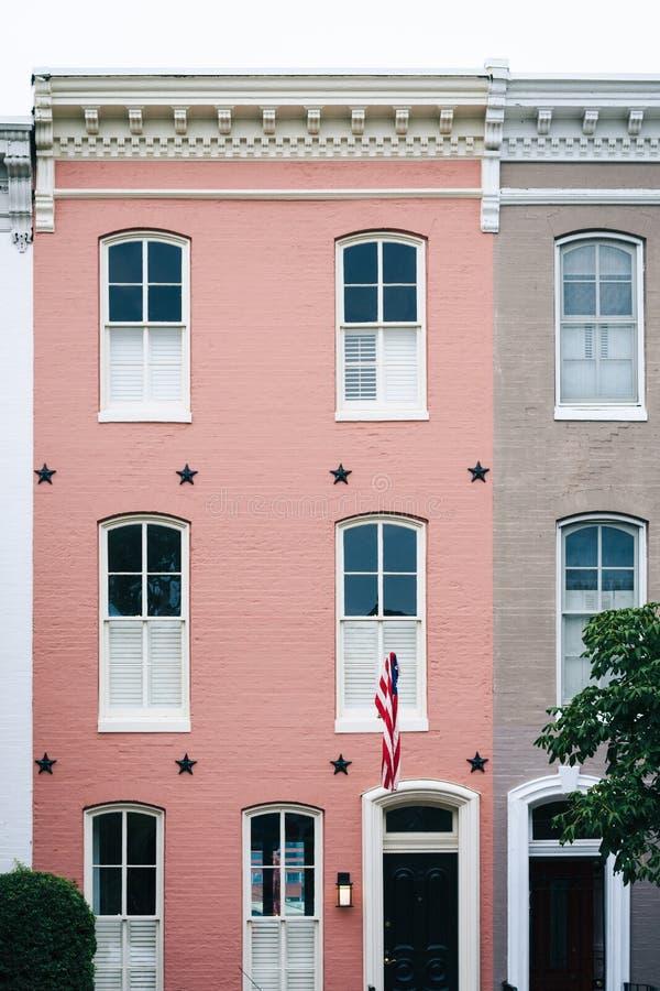 Różowy rzędu dom w Federacyjnym wzgórzu, Baltimore, Maryland zdjęcie stock