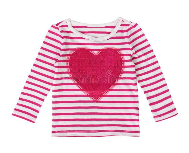 Różowy serce obdzierająca rękaw koszula odizolowywająca zdjęcie royalty free