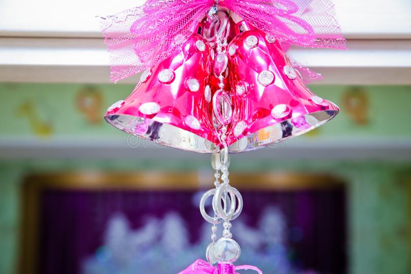 Różowy szkolny dzwon Różowy dzwon dekoruje na bożych narodzeniach obrazy stock