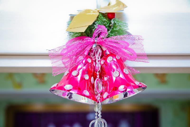 Różowy szkolny dzwon Różowy dzwon dekoruje na bożych narodzeniach fotografia royalty free