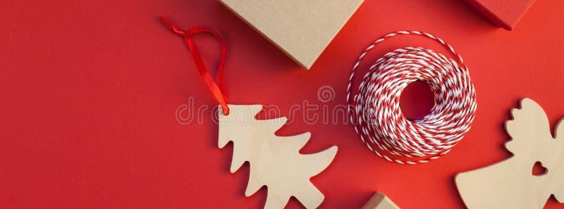 Röd bakgrund för nytt år eller för julklappar royaltyfri foto