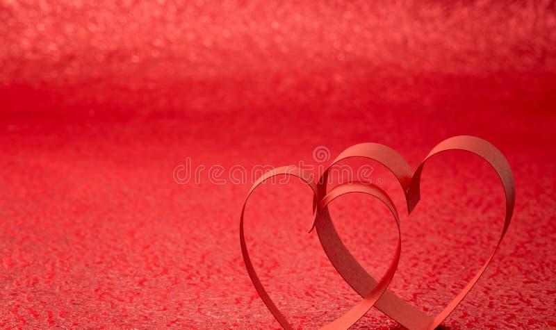 Röd bandhjärta royaltyfri bild