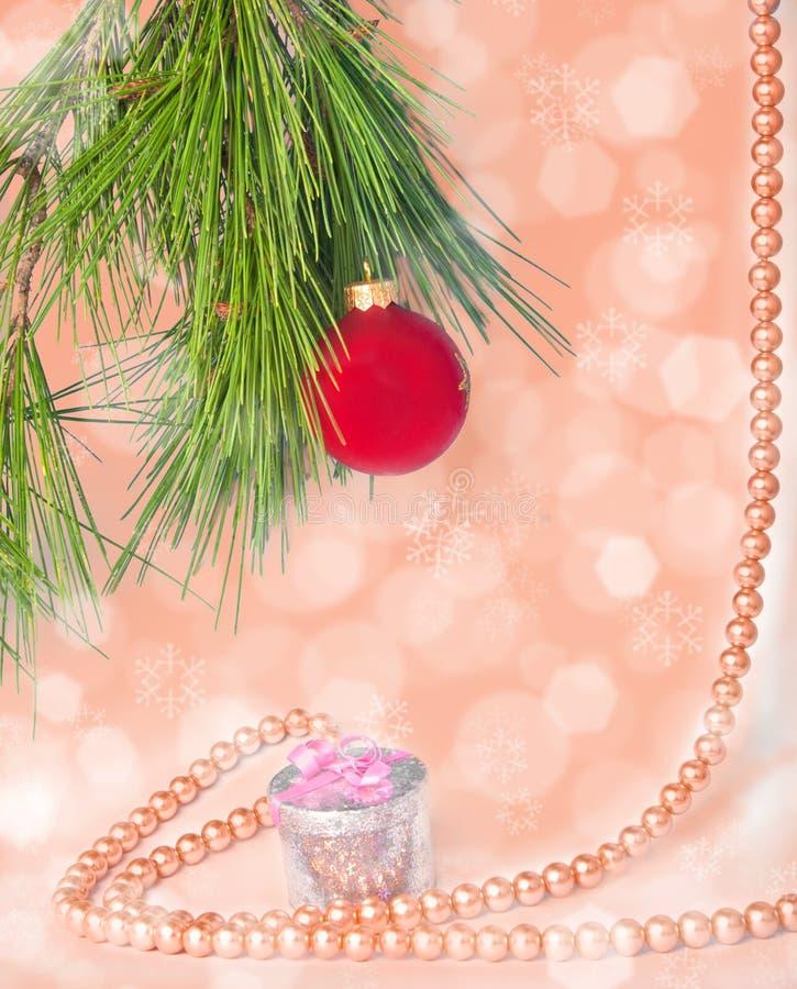 Röd bild för nytt år för boll och för halsband fotografering för bildbyråer