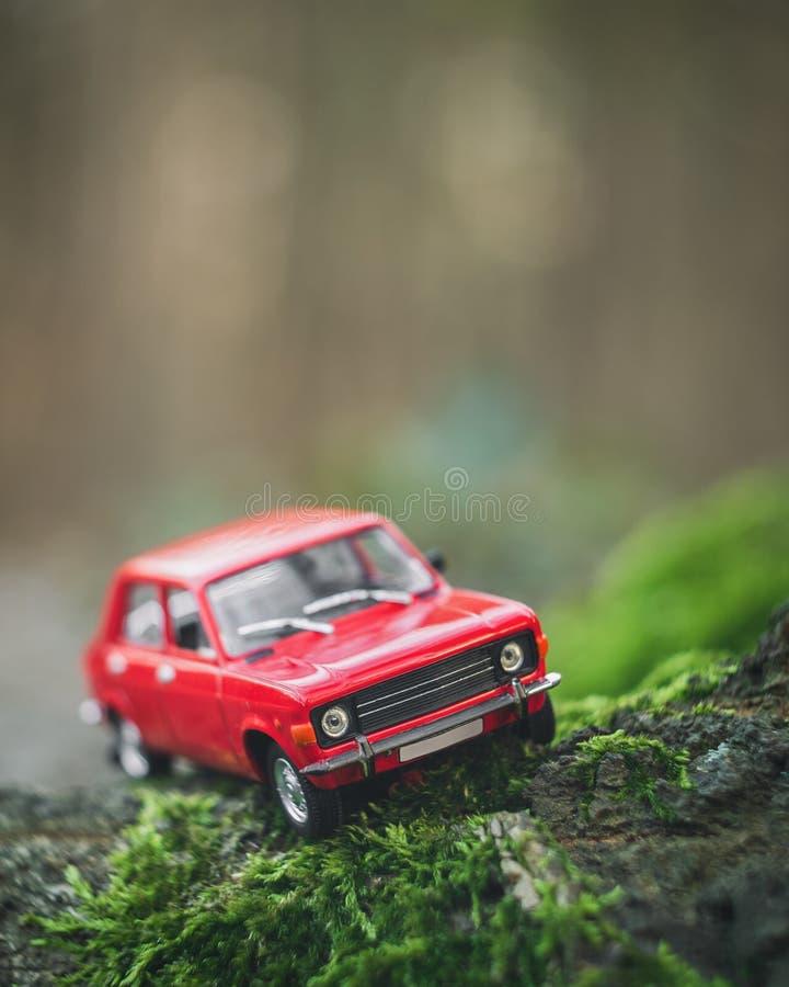 Röd bilmodellkopia av Zastava 101 royaltyfria bilder