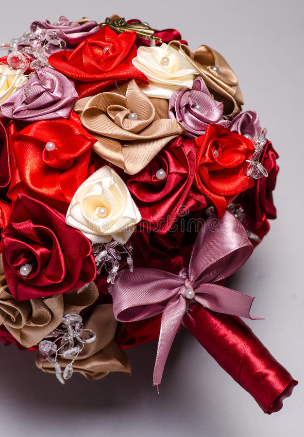 Röd bukett för konstgjorda blommor arkivbilder
