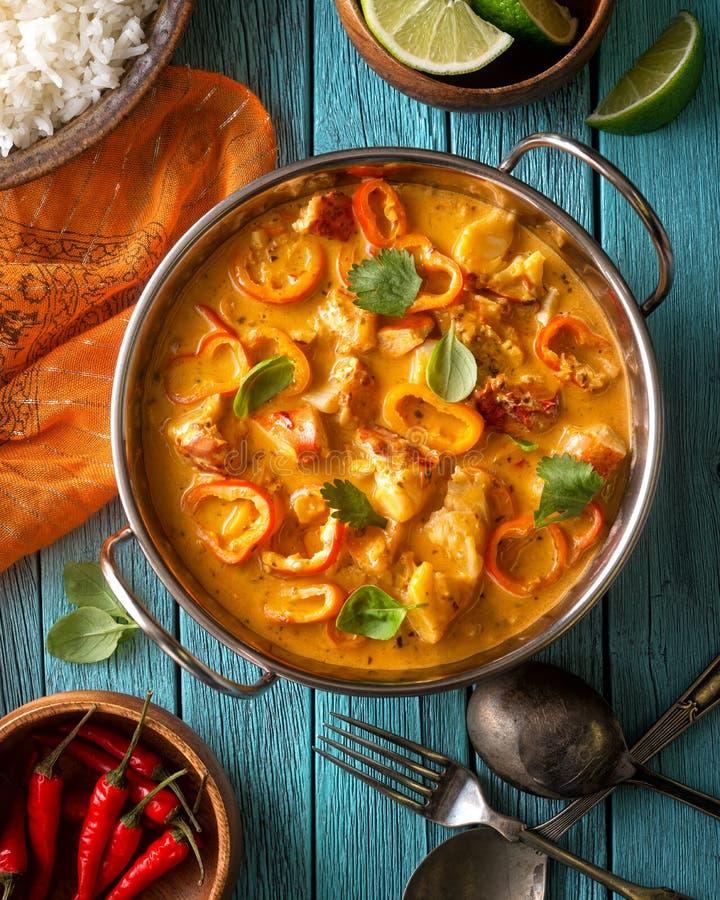 Röd curry för thailändsk hummerkokosnöt royaltyfri foto