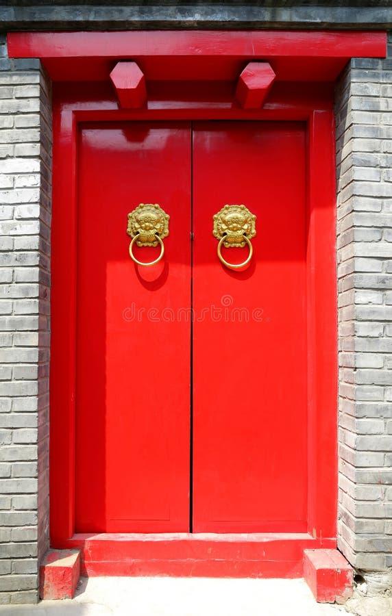 röd dörr fotografering för bildbyråer