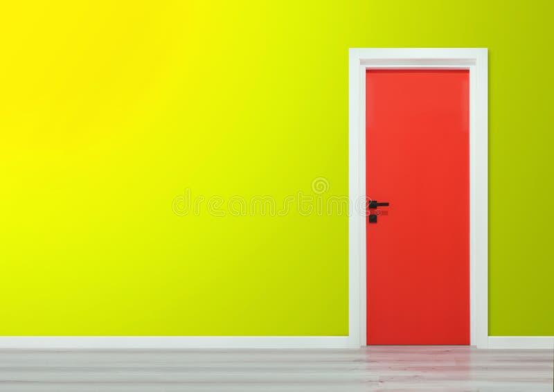Röd dörr med det svarta handtaget i en gul lutningvägg royaltyfria bilder