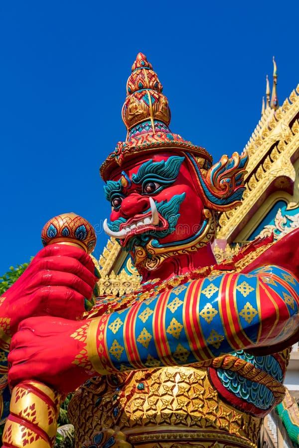 R?d demon p? Wat Khao Rang, Phuket arkivfoto