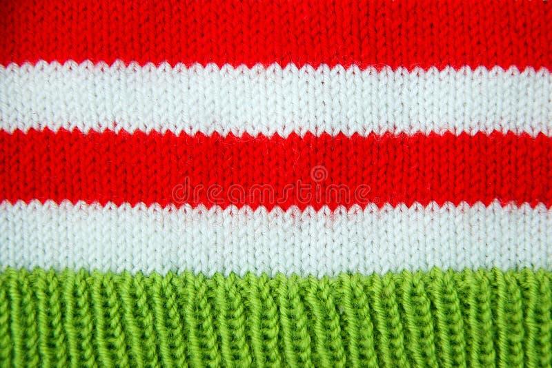 Röd färgrik jul, vit och gräsplan stack modellen av den Santa Claus hjälpredahatten arkivfoton