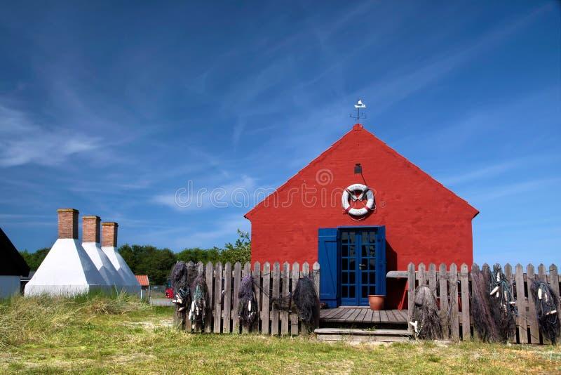 Röd feriestuga på Bornholm, Danmark arkivfoton