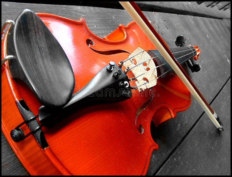 Download Röd fiol fotografering för bildbyråer. Bild av musik, fiol - 176999
