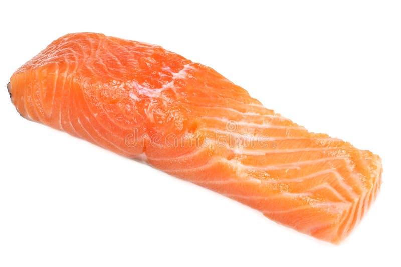 Röd fisk Rå laxfiléisolat på vit bakgrund royaltyfria bilder