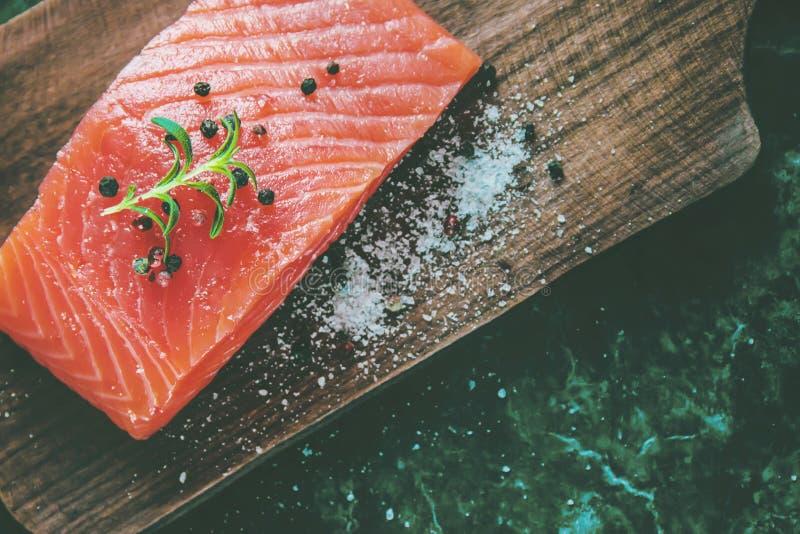 Röd fisk Selektivt fokusera Mat och drink arkivbilder