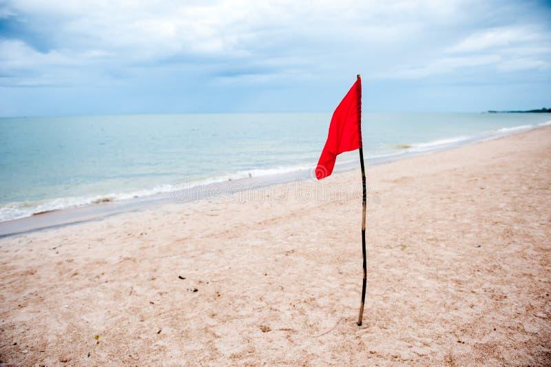 Röd flagga arkivbild