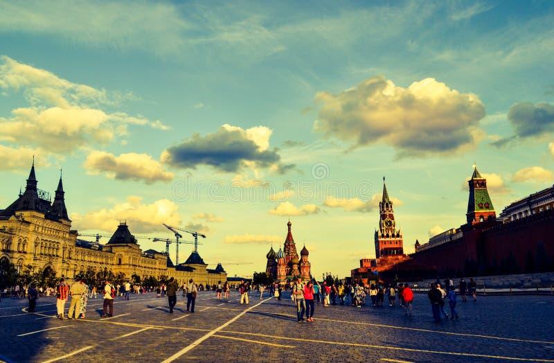 Röd fyrkant, Moskva, solnedgång 2015 royaltyfri fotografi