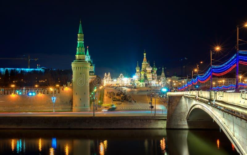 Röd fyrkant på aftonen, Moskva, Ryssland royaltyfria bilder
