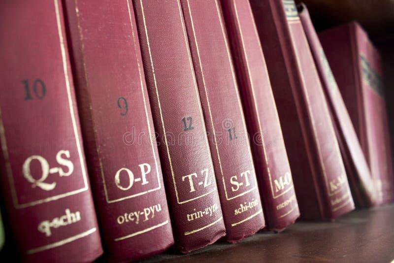 Röd gammal encyklopedi royaltyfria foton