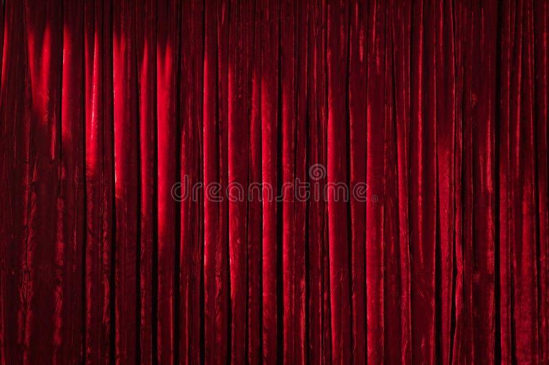 Röd gardin med den övre vänstra fläcken royaltyfri fotografi