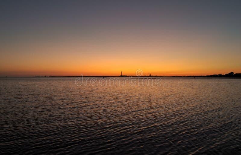 Röd himmel på natten horisonten är ljus royaltyfri bild