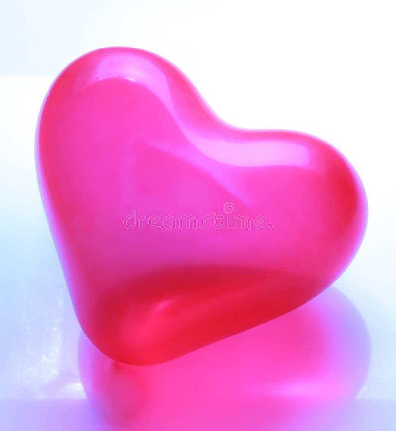 Röd hjärta formad ballong arkivfoto