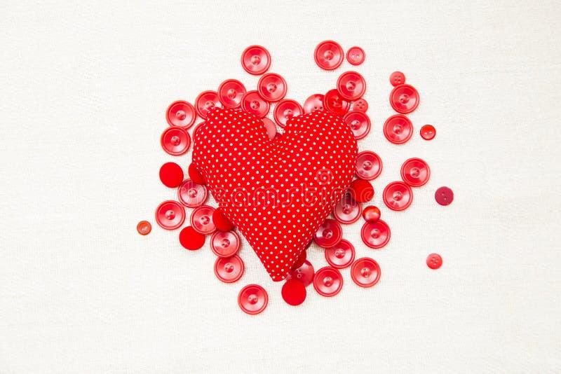 Röd hjärta och knappar royaltyfri bild