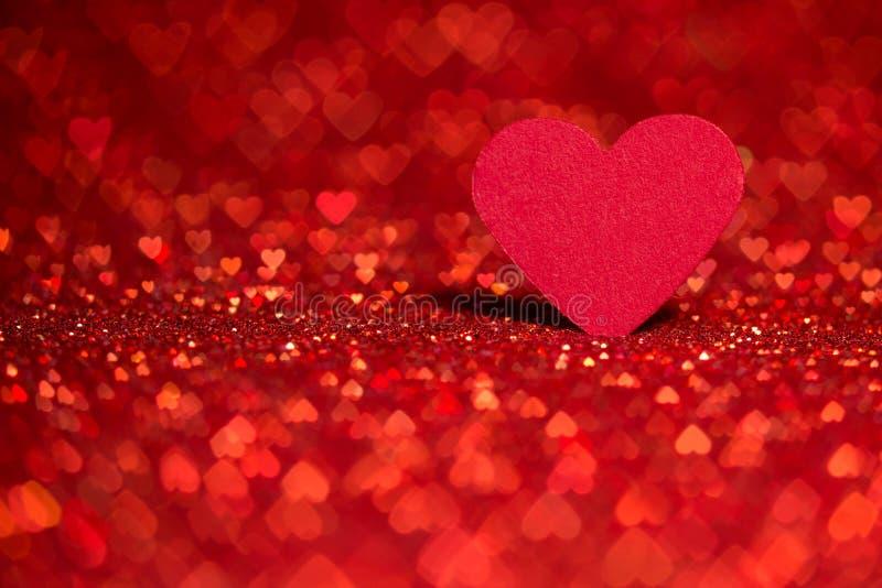 Röd hjärtabokehbakgrund Valentindagtextur royaltyfria foton