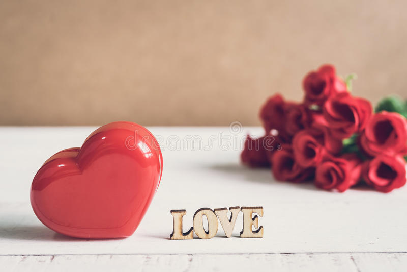 Röd hjärtaform med ord royaltyfri foto