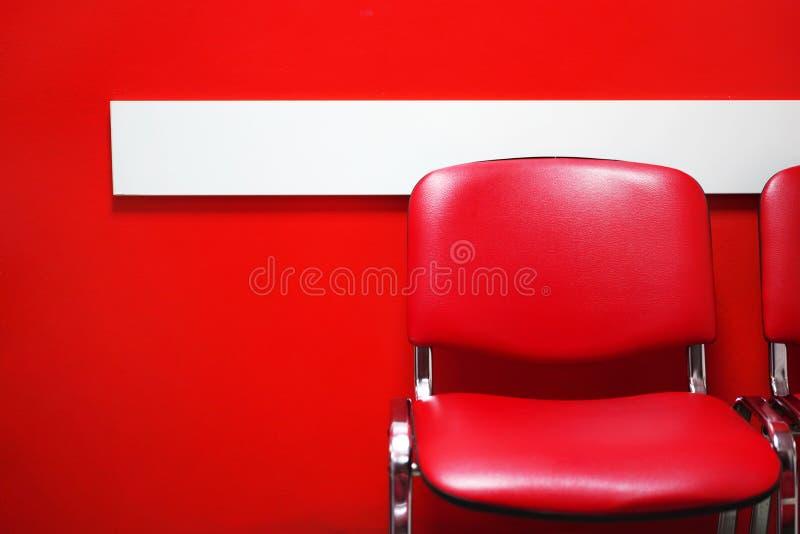 Röd inre kontorsstol royaltyfria foton