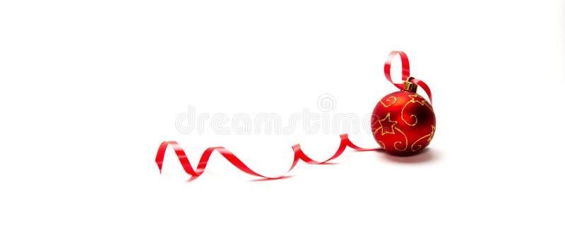 Röd jul smyckar, isolerat på vit bakgrund arkivbild