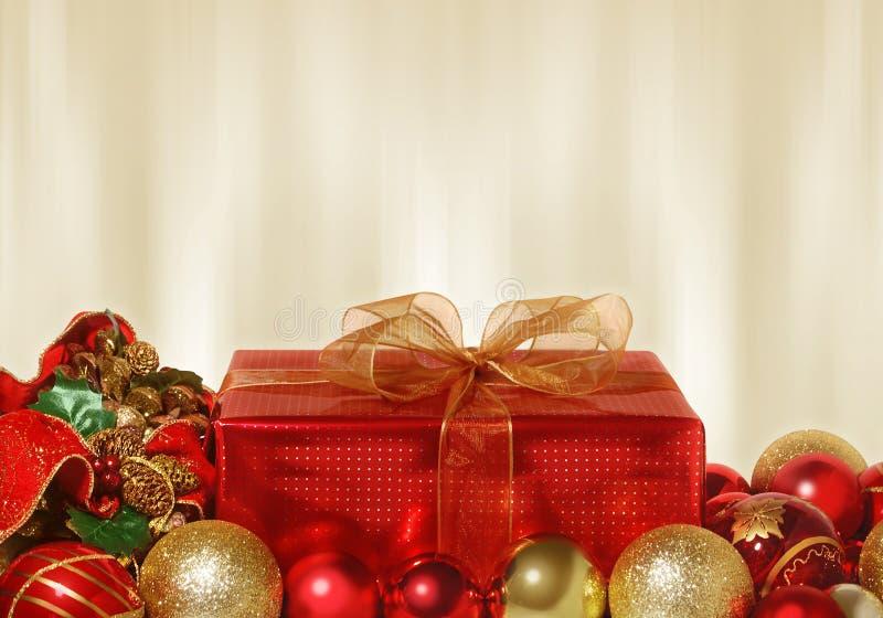 Röd julgåva royaltyfri bild