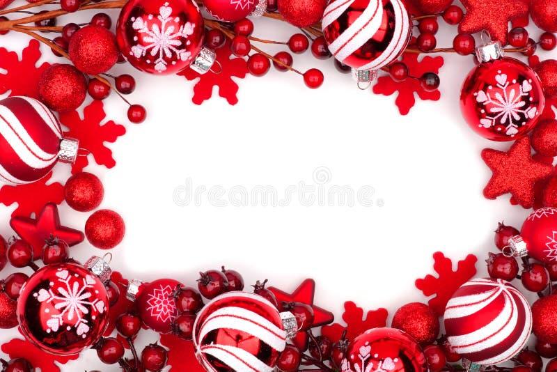 Röd julprydnadram som isoleras på vit royaltyfri bild