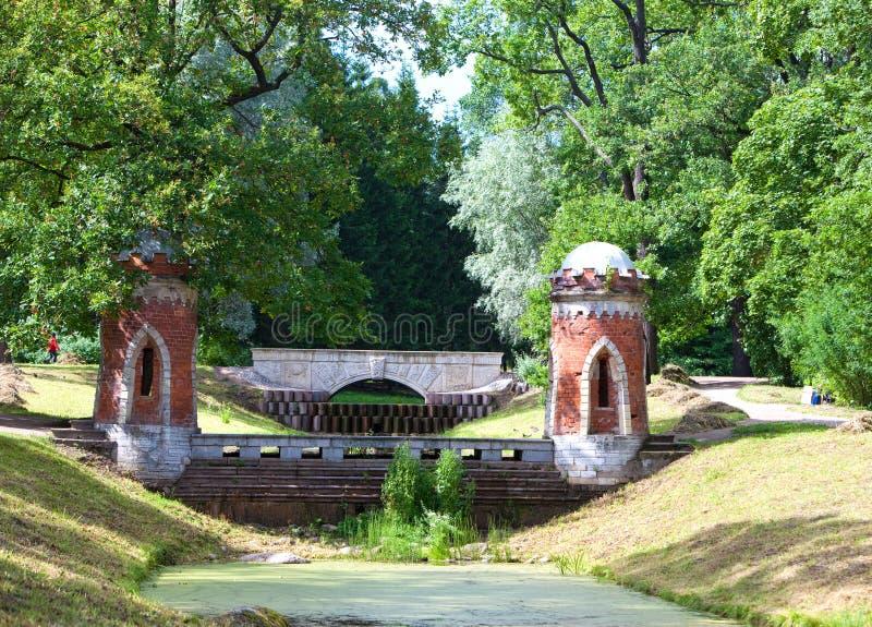 Röd kaskad 24 för petersburg för park för nobility för km för catherine besök för tsarskoye för st för center familj tidigare imp royaltyfri foto