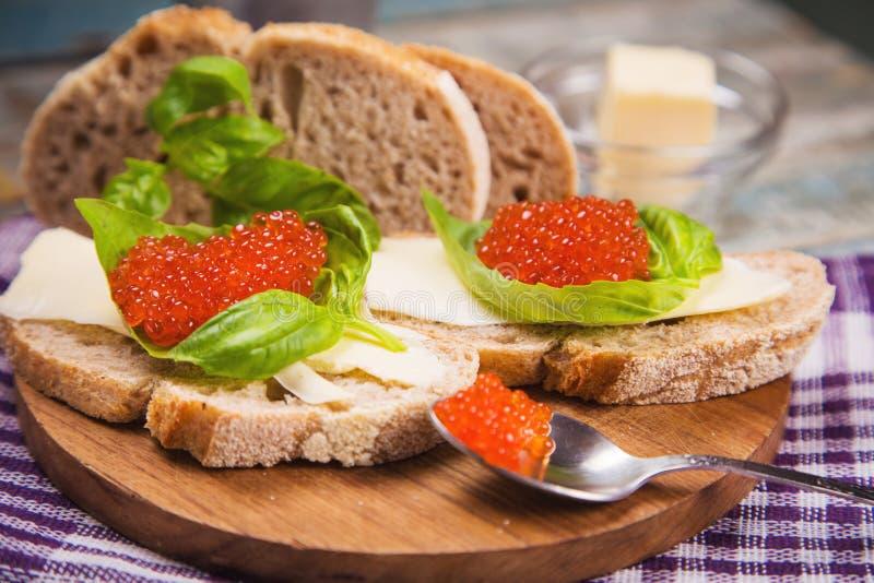 Röd kaviar på bröd royaltyfria bilder