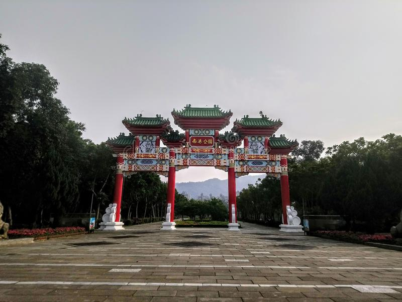 Röd Kines-stil minnes- port royaltyfri fotografi