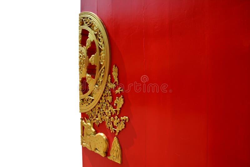 Röd kinesisk tempeldörr royaltyfria foton