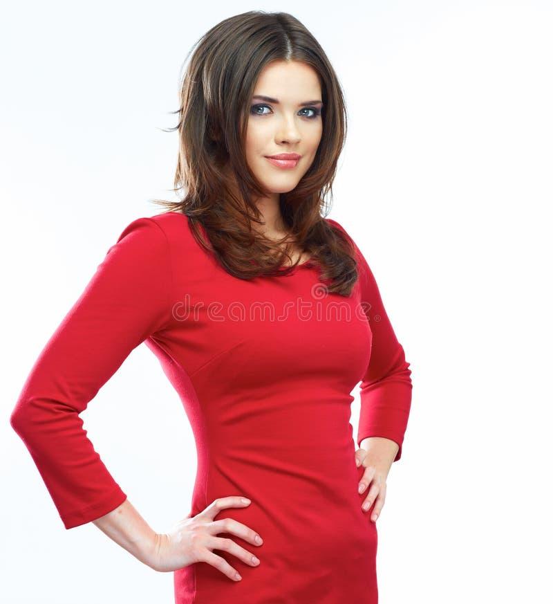 Röd klänningstående för kvinna som isoleras på vit bakgrund le fotografering för bildbyråer