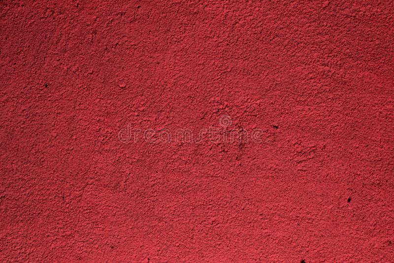 Röd kornig smutsig målarfärg på paneltexturen - härlig abstrakt fotobakgrund royaltyfri bild