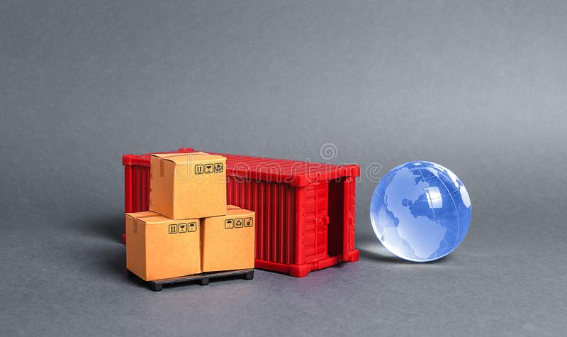 Röd lastbehållare med lådor och blått jordglas Näringsliv och industri, transportinfrastruktur royaltyfria bilder