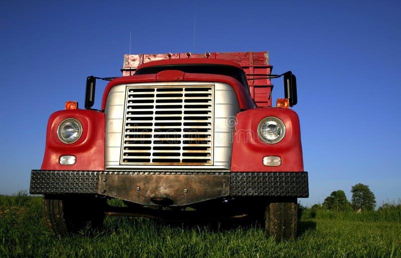 röd lastbil arkivbild