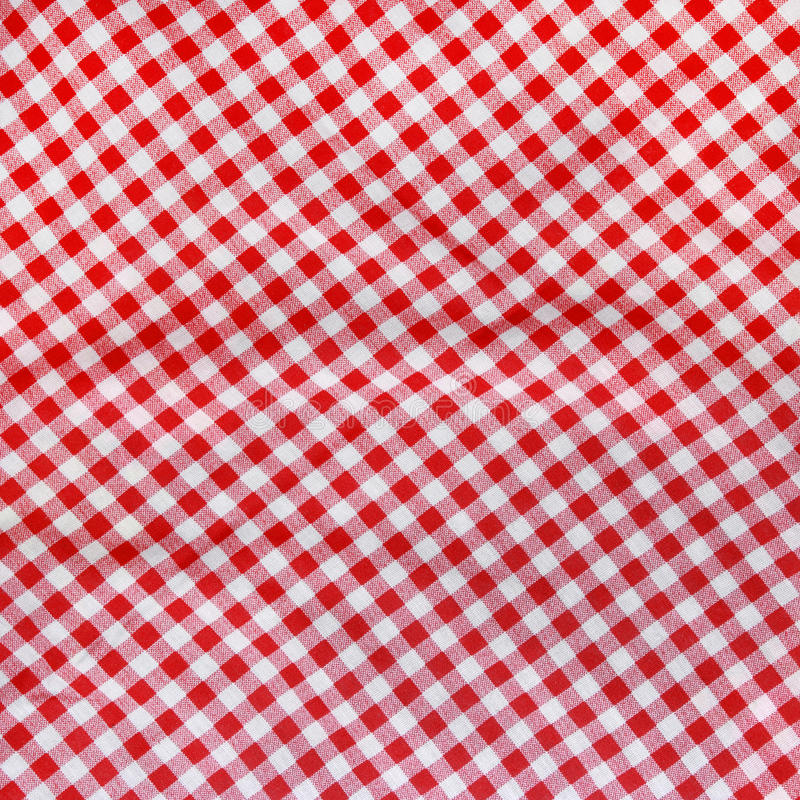 Röd linne skrynklig bordduk. royaltyfria foton